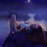 Девушка у озера :: Сергей Скорик