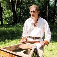 А это не гончар, а жрец :: Yuriy Gordeev