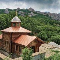 Церковь в Кизилташе :: Юрий Яловенко