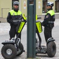 Полицейский патруль в Чехии :: Евгений Кривошеев