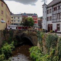 Речка в средневековом городе :: Witalij Loewin
