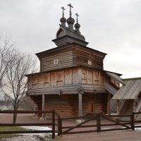 Деревянная церковь Георгия Победоносца в Коломенском :: Владимир Болдырев