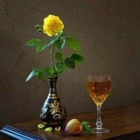Золотится роза чайная, как бокал вина.. :: Ирина Приходько