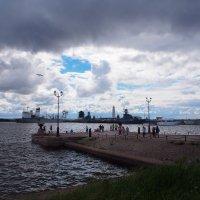 Пирс, вид на Петровскую гавань. Кронштадт :: Юрий Никитин