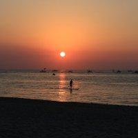 Восход солнца в Помпано-Бич, Флорида, США. :: Денис .