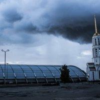 Церковь и манеж :: Сергей Екимовских