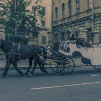 Прогулка в карете :: Valerii Ivanov