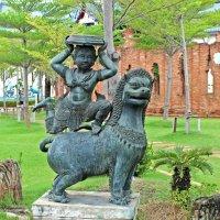 Таиланд. Апсара верхом на льве :: Владимир Шибинский