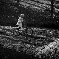 девочка с велосипедом :: sv.kaschuk