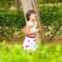 Девочка в парке :: Elena Che