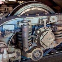 Казалось бы - что может быть сложного в колесе поезда? :: Борис Смирин