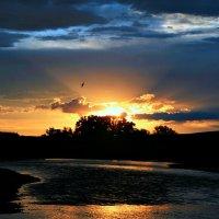 Лучи солнца исчезают, облака тихонько тают... :: Евгений Юрков
