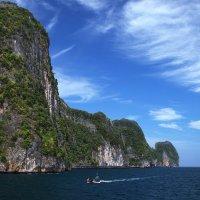 """""""...маленький кораблик, медленно волна уносит вдаль.."""" :: Рай Гайсин"""