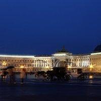 Дворцовая площадь :: Larisa Ulanova
