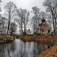 осень в Александро-Невской Лавре :: Galina