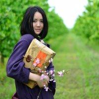 Фотосессия в цветущем саду :: Olga Ragulina