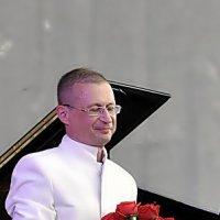 Букет для маэстро :: Валерий Викторович РОГАНОВ-АРЫССКИЙ