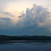 Над озером... :: Наталья Юрова