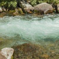 Вода и камни горной речки :: Вадим Куликов
