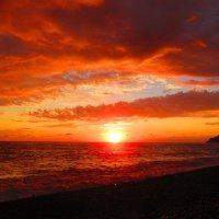 Небо грозное... Воды красные... :: ValyakaN Naumkina Valentina