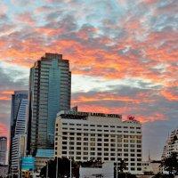 Закат над городом :: Наталья Нарсеева