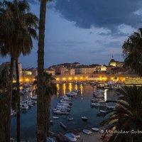 Порт в Старом Городе Дубровника ночью :: Vladislav Gubskiy