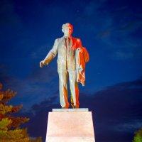 Памятник академику К. Сатпаеву в Павлодаре :: Даурен Ибагулов