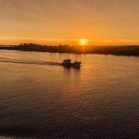 Закат на реке Свирь :: Valeriy Piterskiy