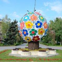 На Аллее Героев Волгограда выросло новое цветочное дерево :: Александр