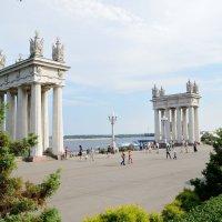 Коллонады на Центральной набережной- взгляд со стороны :: Александр