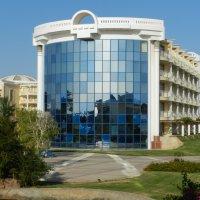Интеркрнтинентал, Египет. Фасад главного корпуса отеля. :: Анатолий Кувшинов