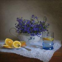 Натюрморт с лобелией и лимоном :: Елена Чаусова