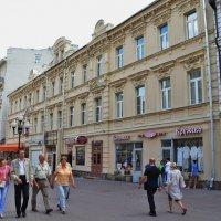 Вдоль по улице :: Валерий Антипов