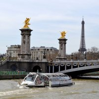 Прогулка по Сене. Мост Александра -3 :: Lüdmila Bosova