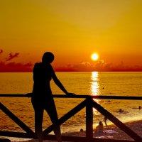 Силуэт на фоне заката Адлер :: Дмитрий