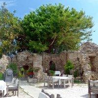 Кафе у древних стен. :: Чария Зоя