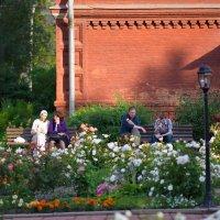 Тёплым летним вечером в монастырском саду. :: Геннадий Александрович