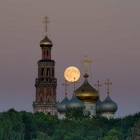 Полнолуние над Новодевичьим. :: —- —-