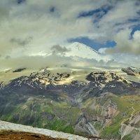 Восточная вершина Эльбруса в облаках :: Vladimir Lisunov