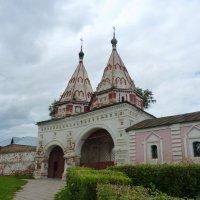 Святые ворота Ризоположенского монастыря :: Galina Leskova