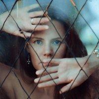 behind the glass :: Георгий Чернядьев