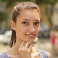Девушка с выразительными глазами :: Александр