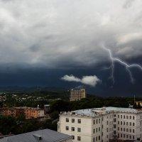 Вид из окна-гроза :: Юрий Губков