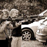 Играют девочки в войну... :: Сергей В. Комаров