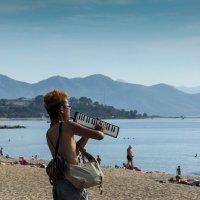 Уличный музыкант. :: Alexander Shmygin