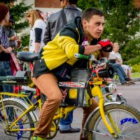 Велосипедист меломан :: Sergey Kuznetcov