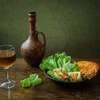 Жареный сулугуни с лавашом и  вином :: Ирина Приходько
