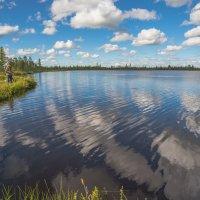 На озере с удочкой. :: Анатолий Бахтин