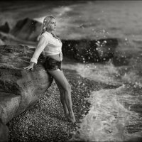 Если хочешь избавиться от большинства проблем, просто езжай на море. Оно и выслушает, и успокоит :) :: Алексей Латыш