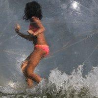 Девочка в шаре :: Андрей Куприянов